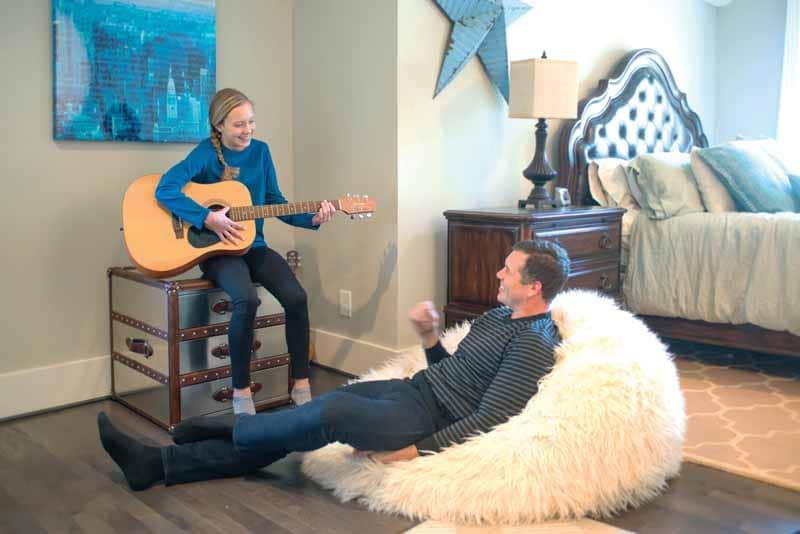 daughter dad with guitar